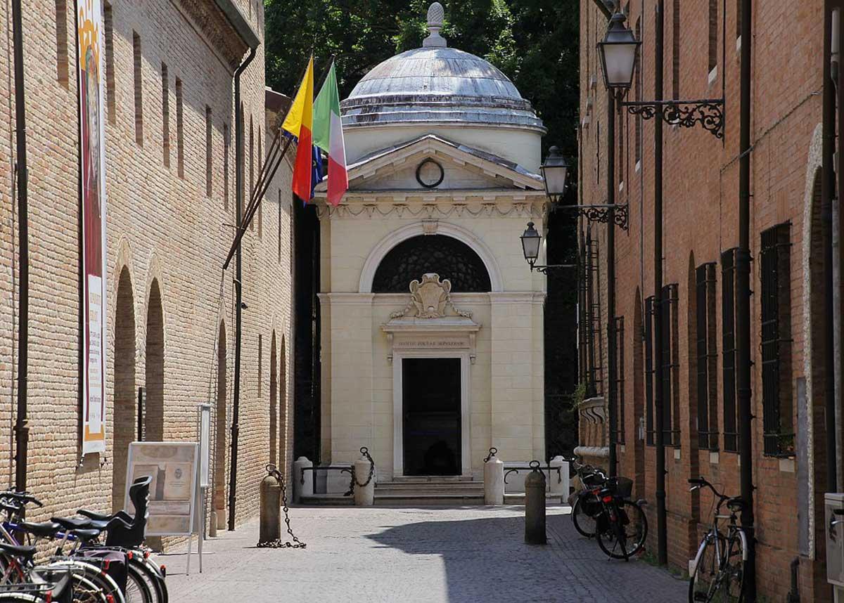 La tomba di Dante Alighieri a Ravenna