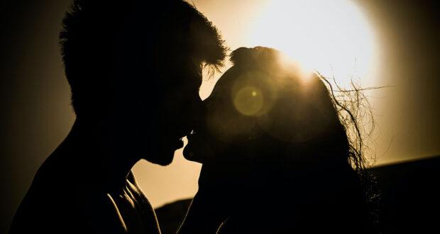 Poesie e frasi sui baci