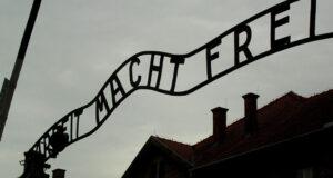 Frasi su Auschwitz