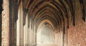 Romanzi ambientati in monasteri